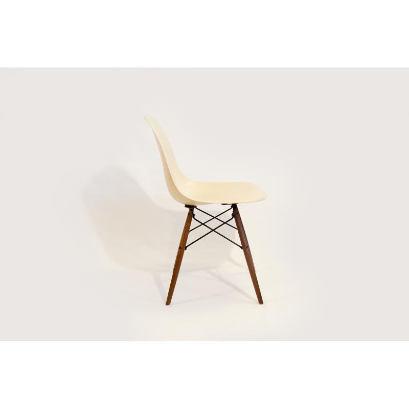 chaise eames dsw herman miller parchemin. Black Bedroom Furniture Sets. Home Design Ideas