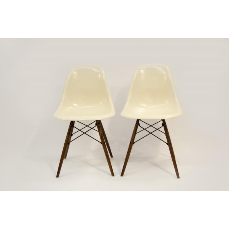 chaise fibre de verre lot chaise dsw eames original hermann miller chair fibre verre black. Black Bedroom Furniture Sets. Home Design Ideas